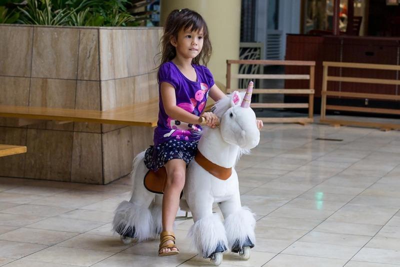 hali-hali-rides-unicorn-1